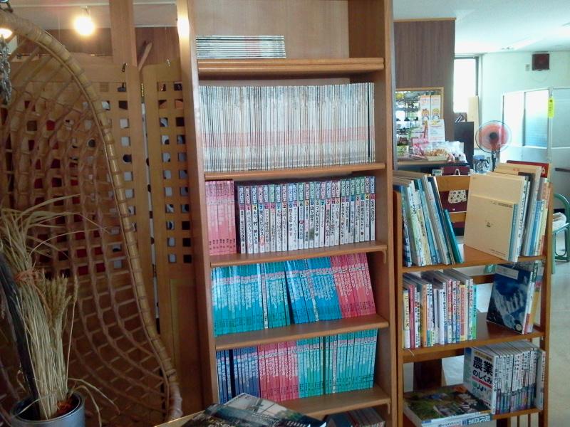 いなかフェで図書カフェなはくさん。