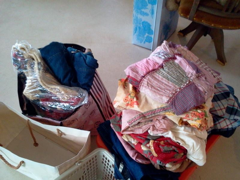 レトロ椅子&ピンクハウスの服が入荷!
