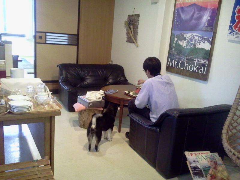 千代田区神田神保町からきたと思われるごくごく平均的なサラリーマンがいなかフェにやってきた。