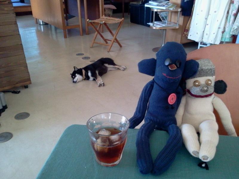 人形とコロナです。