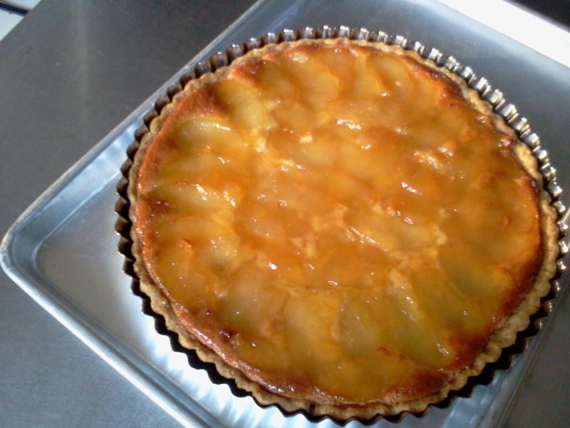 幸水梨のタルトケーキとトマトソースのパスタ