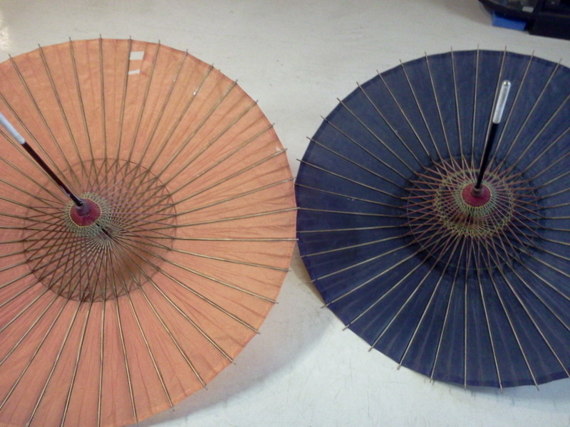 番傘の色と花器など。捕捉な写真。