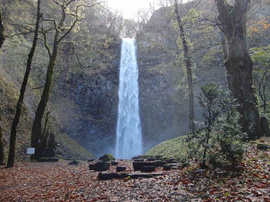 晩秋の玉簾の滝と不動の滝
