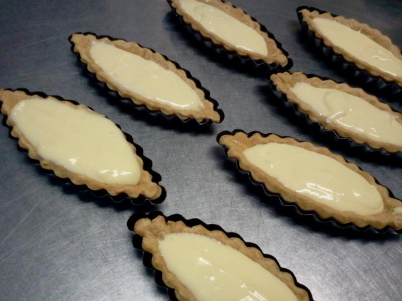 タルト生地にクリームチーズを敷いて焼いたお菓子