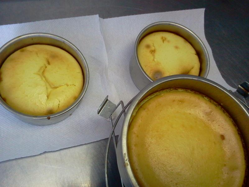 ベイクドチーズケーキと初孫。