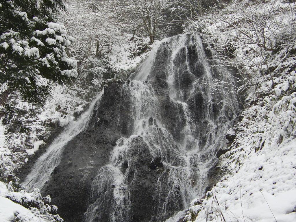 鳥海山の麓 滝のすがた