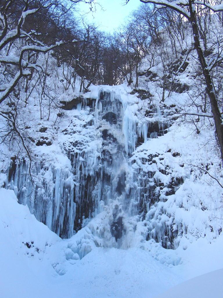 氷瀑の玉簾の滝と滝の里 冬満喫体験ツアー