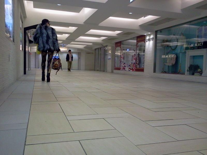 朝の新宿駅。