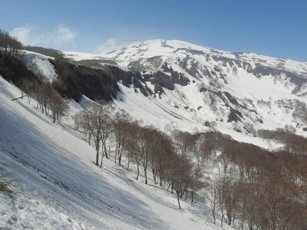 2013/5/12 残雪の鳥海山をトレッキング