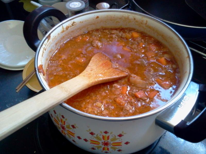 タコミートを煮ながら、かき氷の準備。