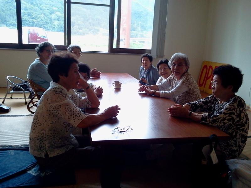 けーろーかい帰りのおばあちゃんたちにミニコロナパフェ!