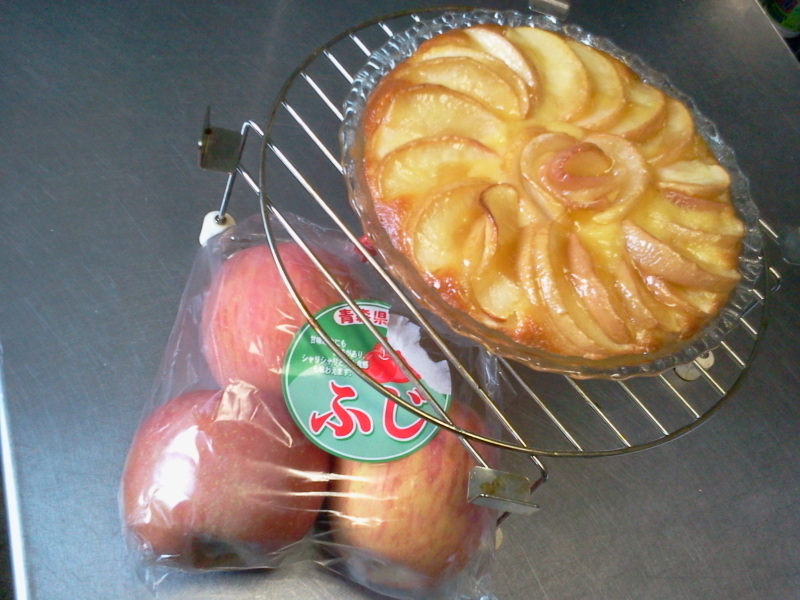 フジりんごのケーキなるもの。